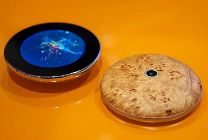 Runcible - дерев'яний смартфон під управлінням операційної системи Firefox OS
