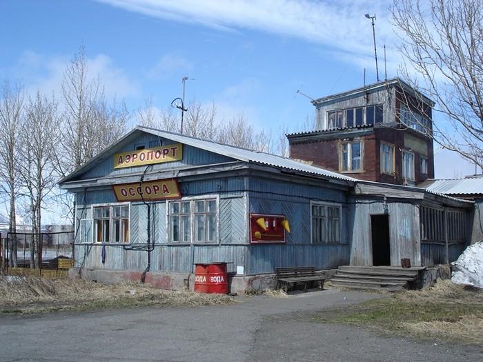 Деревянное здание аэропорта Оссора на Камчатке