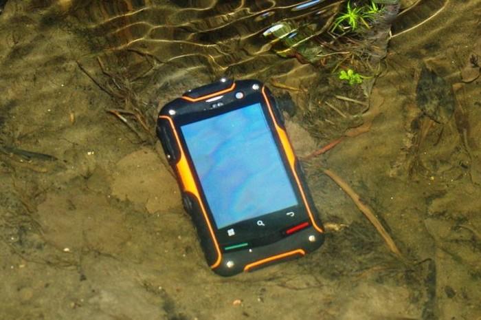 Защищенный смартфон для экстремалов teXet TM-3200R
