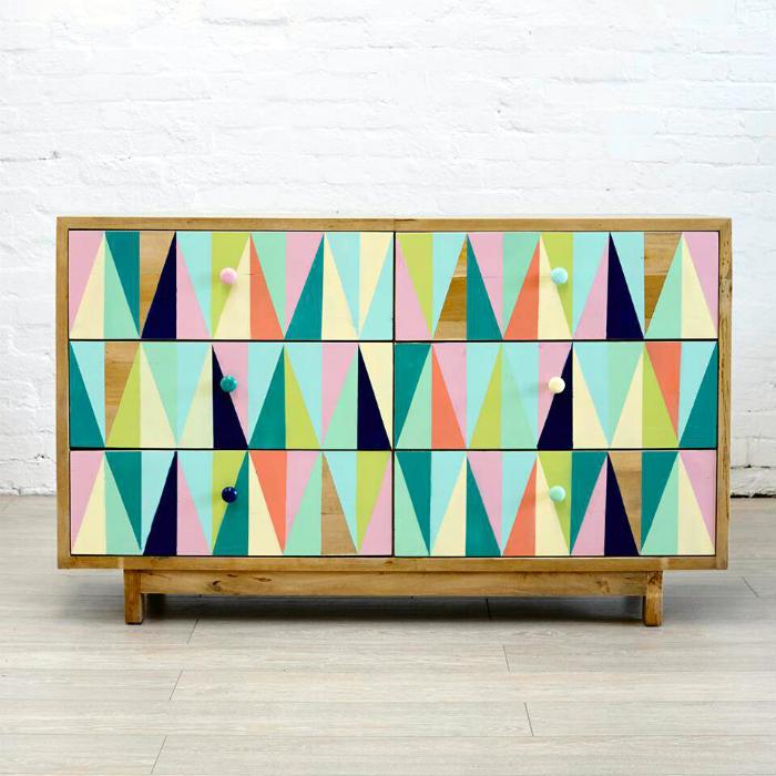 Геометрические рисунки на мебели.