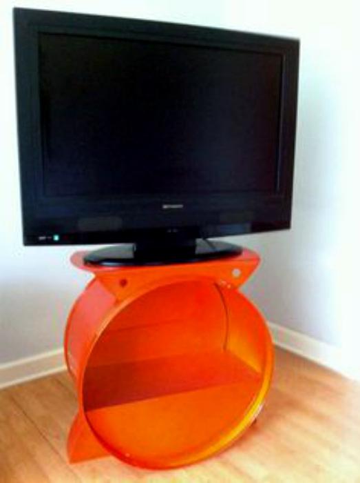 Круглая тумба под телевизор.