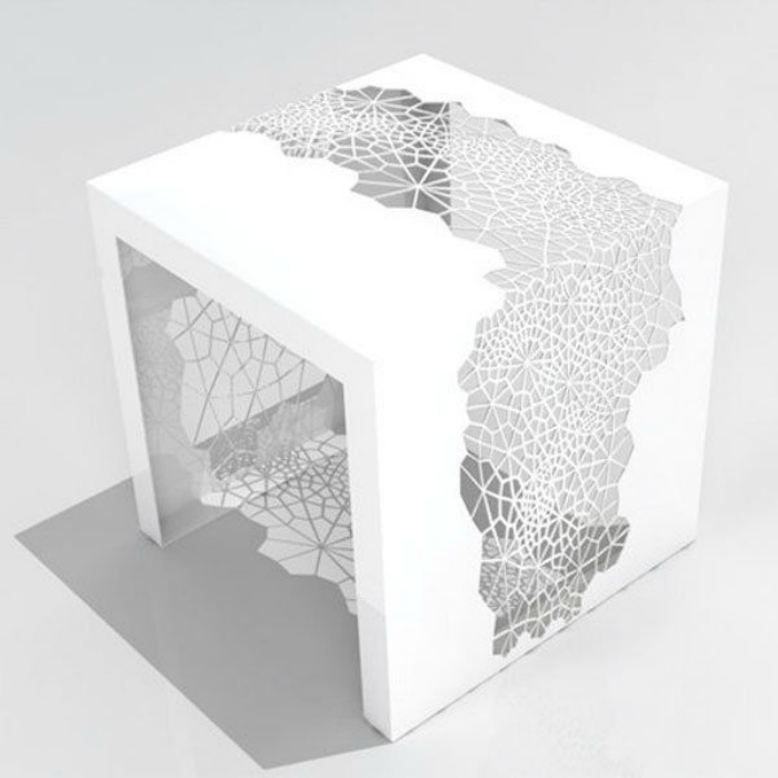 Ажурный белый столик.