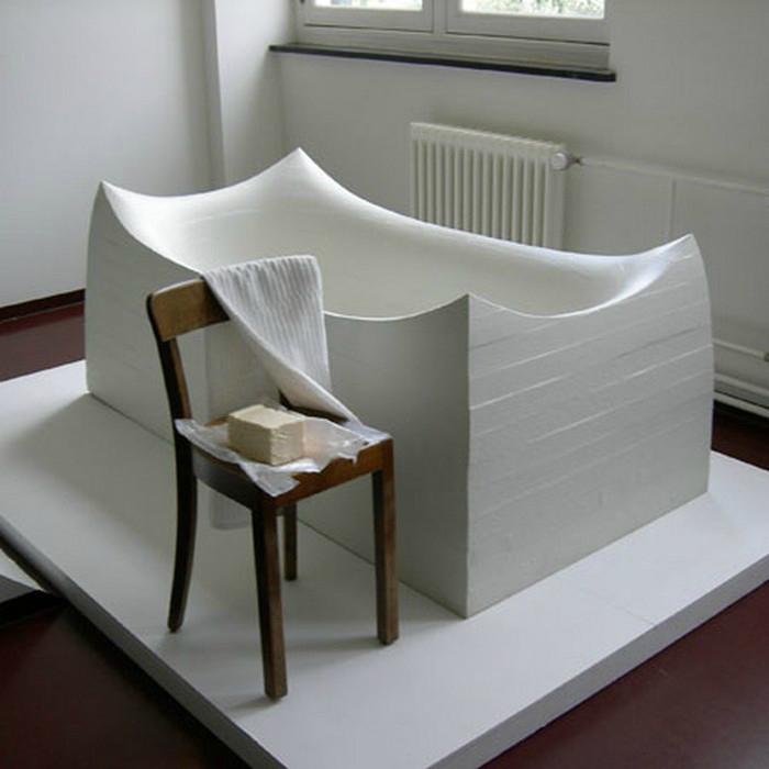Дизайнерская ванна из полиуретана, покрытая вспененной резиной.