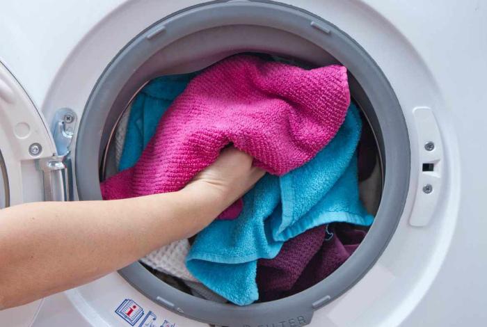 Не добавляйте смягчитель при стирке полотенец. | Фото: Our Bumble.