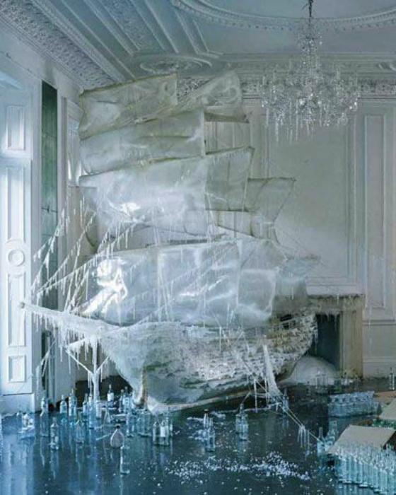 Великолепный корабль из льда.