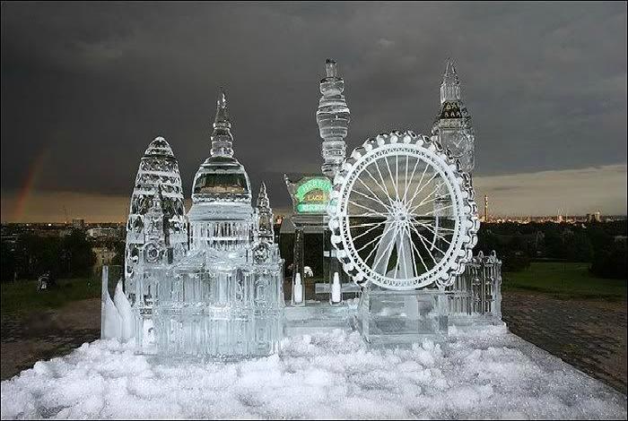 Целый город, сделанный изо льда.