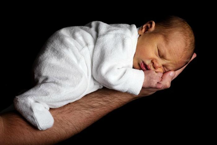 Дети с врожденными дефектами и генетическими уродствами.