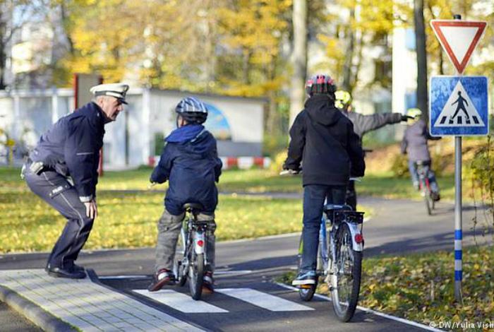 Обучение езде на велосипеде.| Фото: DochkiMateri.