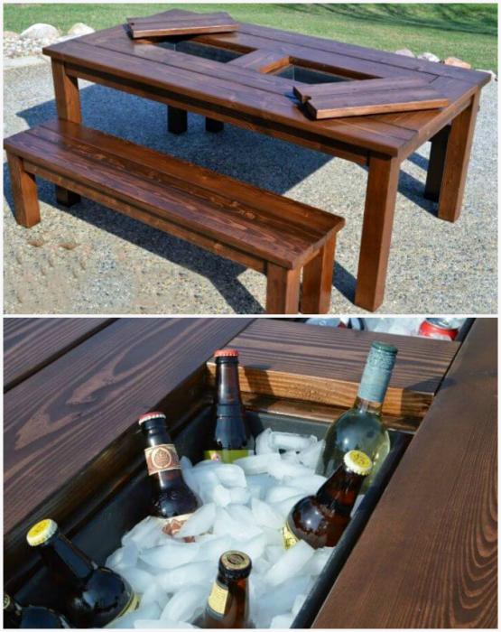 Стол с контейнерами для льда.