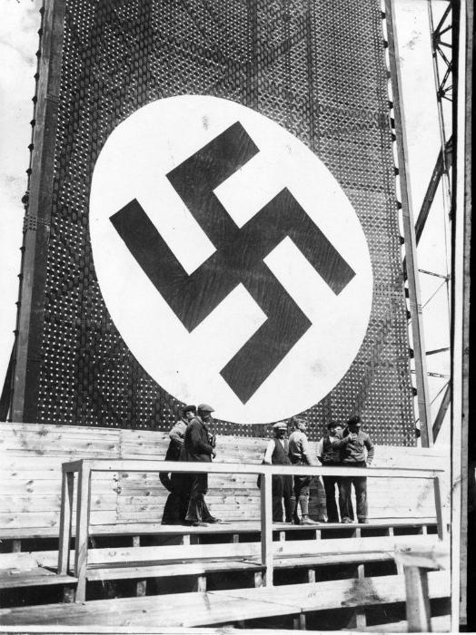 Фашистская символика и приветствия. | Фото: Pinterest.