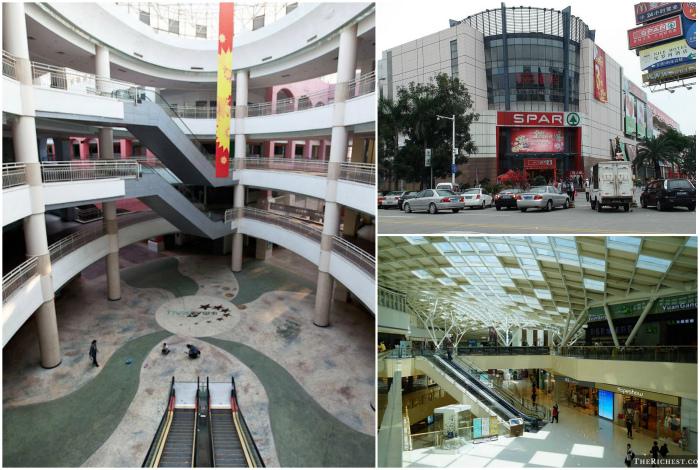 Большой и пустой торговый центр.