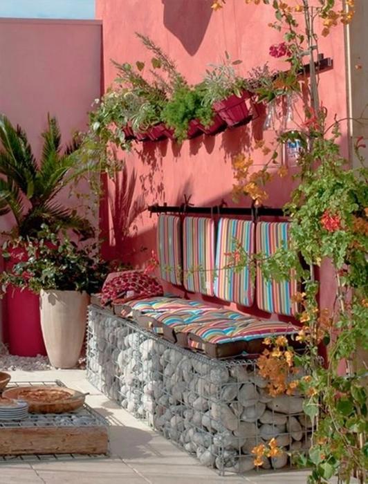 Садовая скамья из габионов.