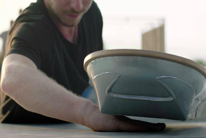 Slide от компании Lexus - один из лучших прототипов легендарного летающего ховерборда из фильма «Назад в будущее».