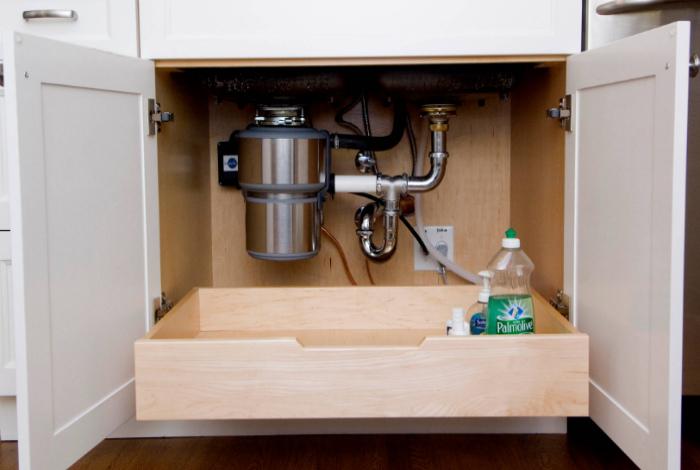 Выдвижной ящик под раковиной. | Фото: archidea.com.ua.
