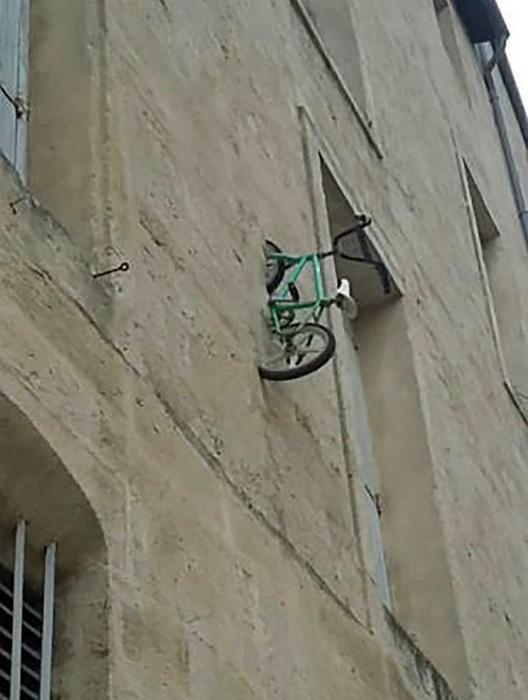 Встроенный велосипед.