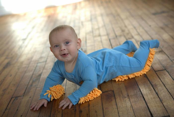 Детский костюмчик для уборки.