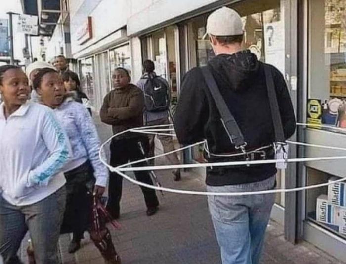 Уникальное приспособление для защиты личного пространства. | Фото: Reddit.
