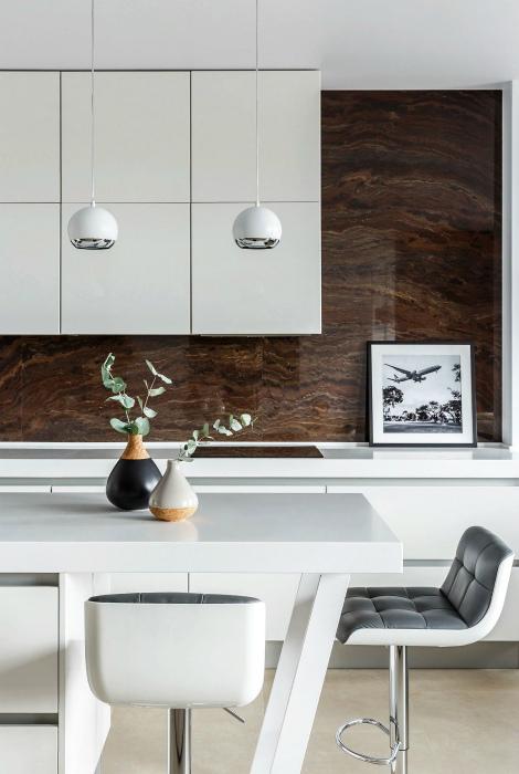 Контрасты в интерьере кухни. | Фото: Pinterest.