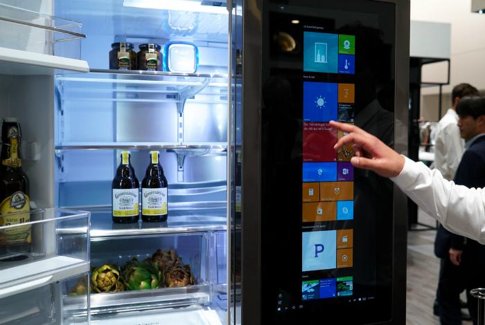 «Умный» холодильник LG Smart InstaView.
