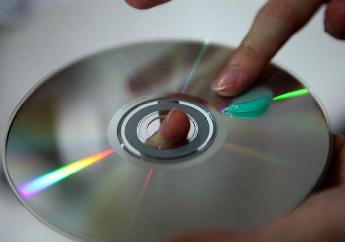 Зубная паста для удаления царапин с компакт-дисков.