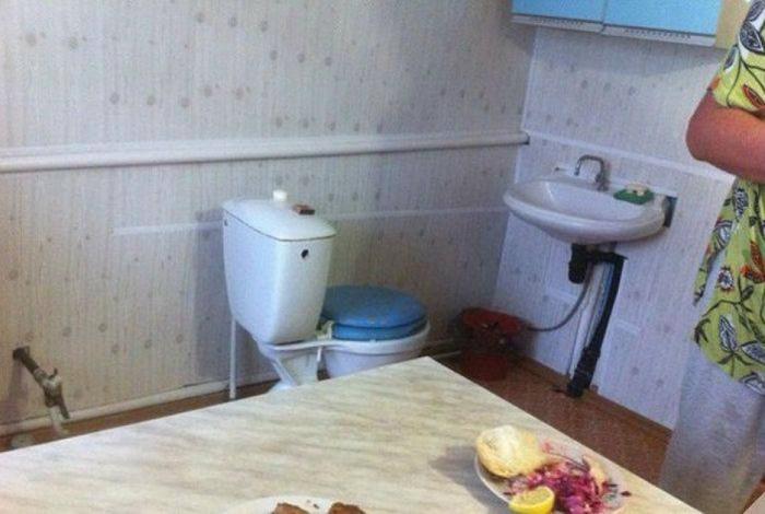 Оригинальная идея смежного санузла. | Фото: Алтапресс.