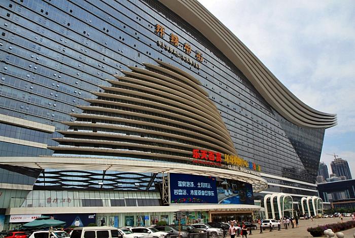 Самый большой торговый центр. | Фото: euustours.com.
