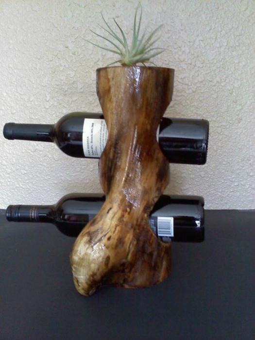 Деревянная подставка для вина.