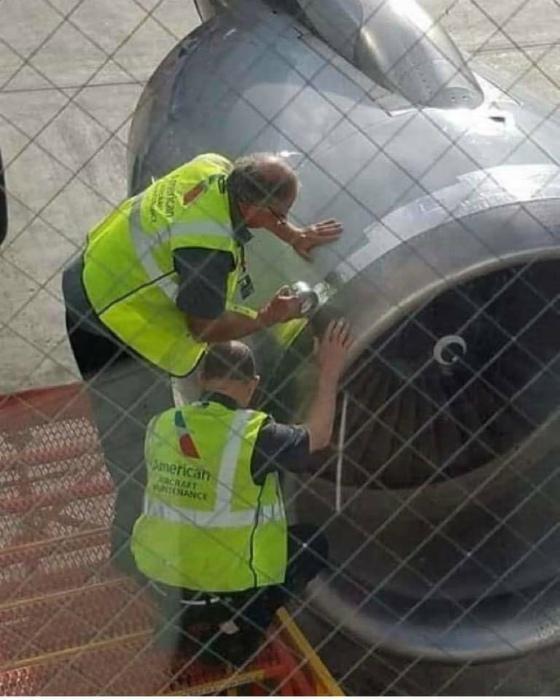 А можно ремонтировать самолет чем-то посеръезнее? | Фото: Justdial.