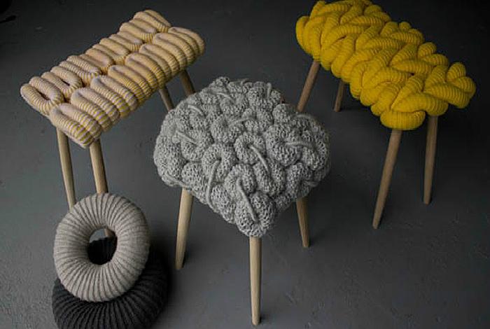 Табуреты с вязанными сиденьями. | Фото: AuthGram.com.