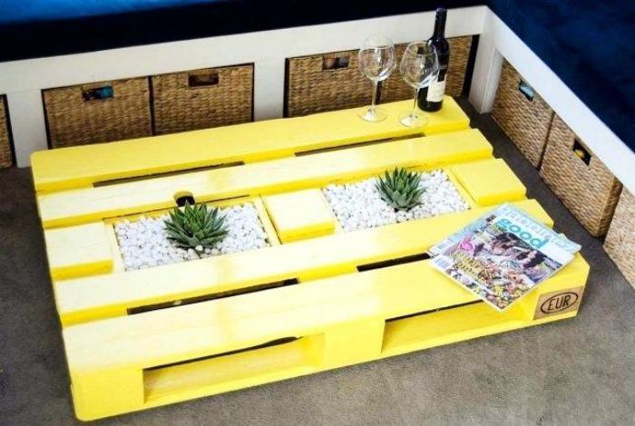 Маленький декоративный столик. | Фото: scienceofliving.co.