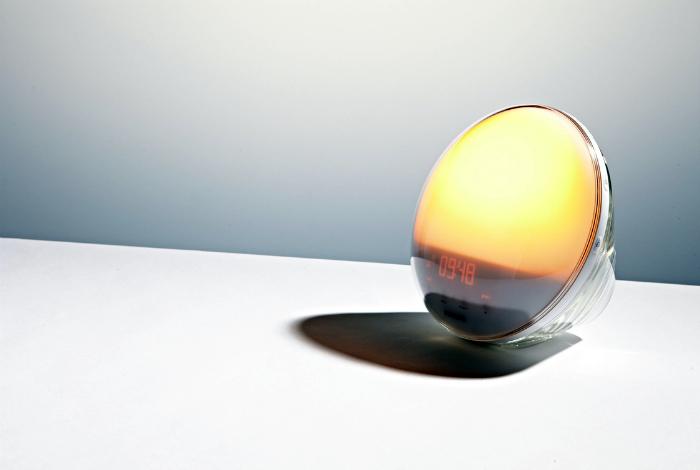 Будильник, который светит. | Фото: Delo.ua.