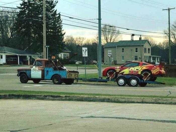 Да это же Молния Маккуин и Мэтр, собственной персоной! | Фото: Funnyjunk.