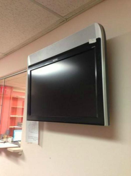 Странное положение телевизора… | Фото: Телеграф.