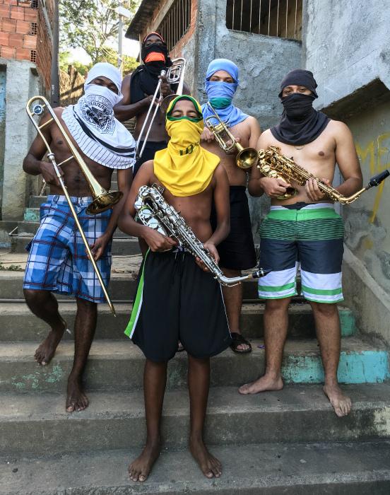 Банда музыкантов.