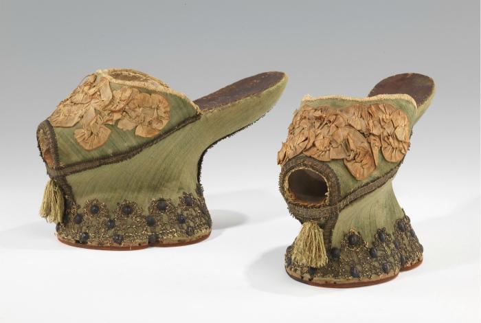 Элегантная обувь из 14 века.   Фото: Wikipedia.