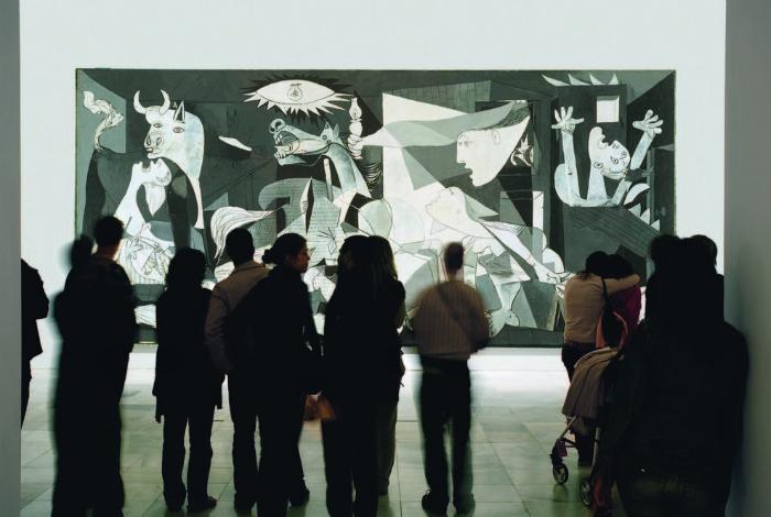 В национальном музее представлены картины самых известных художников: Дали, Миро, Хуана Грис, а также знаменитая «Герника» Пикассо.