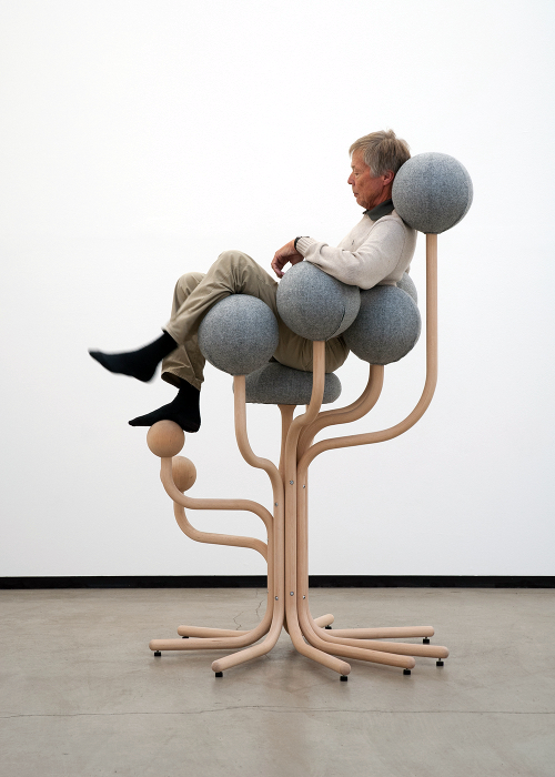 Высокий стул от известного дизайнера Питера Опсвика.