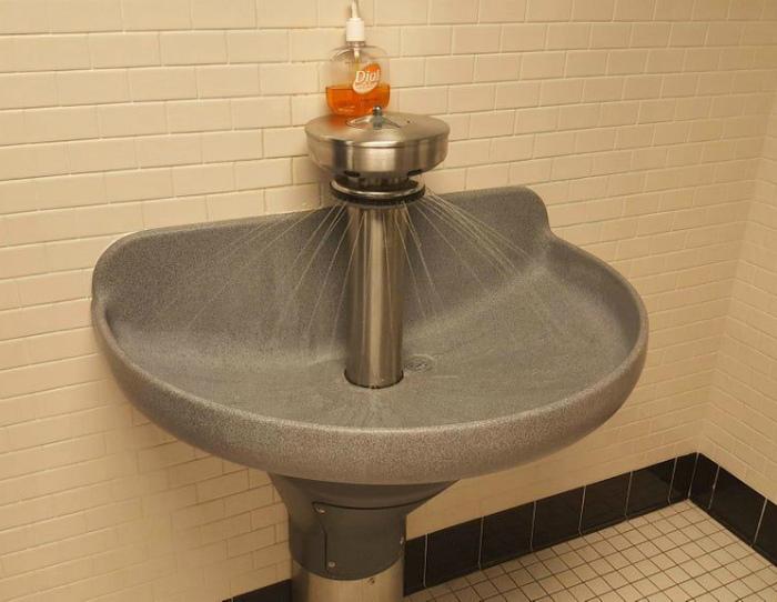 «Что это, раковина, питьевой фонтанчик или еще что...» | Фото: Reddit.