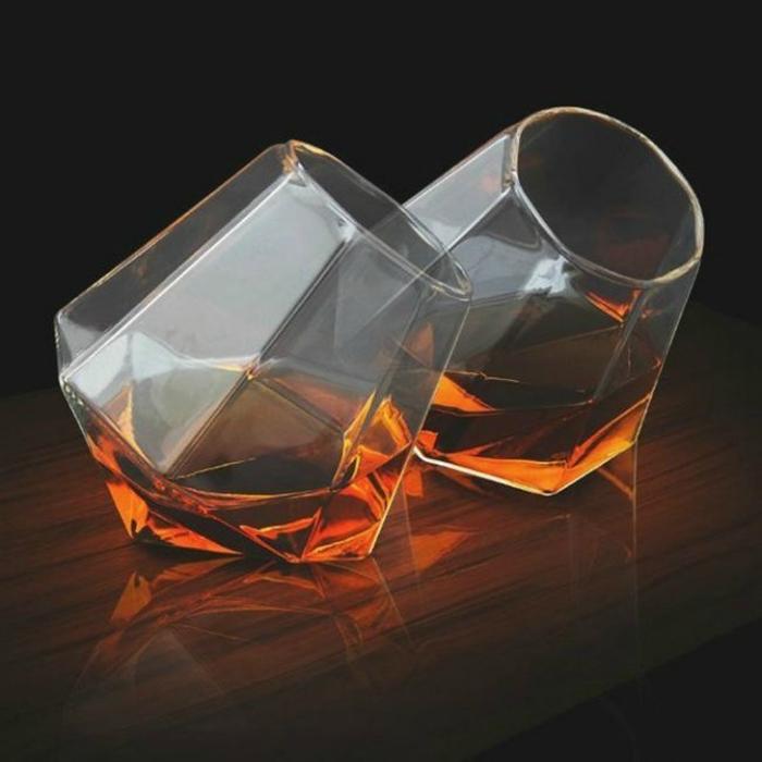 Удивительные граненые стаканы для виски.
