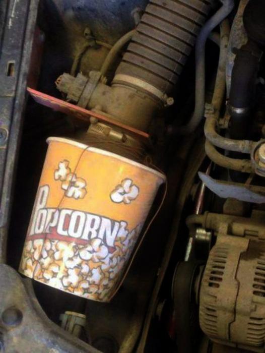 Ведро от попкорна - чем не замена для старого воздушного фильтра? | Фото: Hoohma.com.