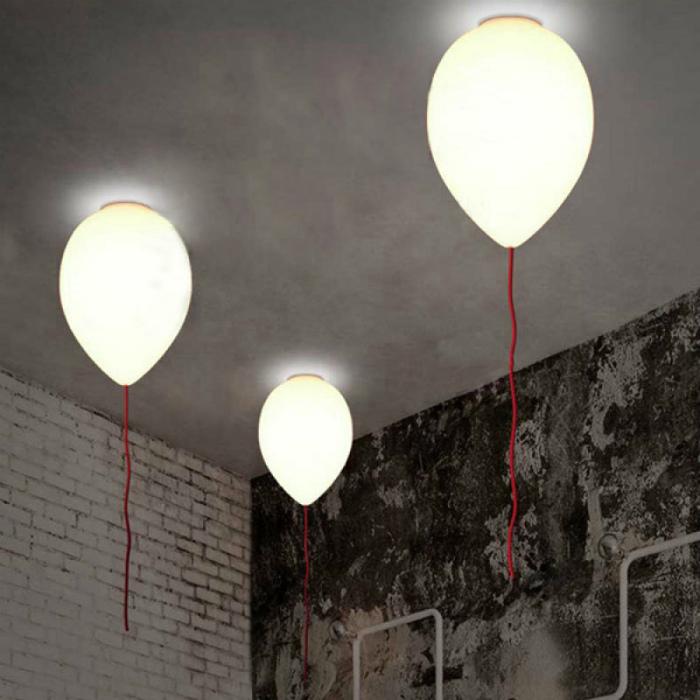 Светильники в виде шариков.