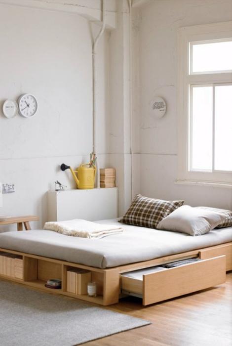 Кровать с функциональным каркасом.