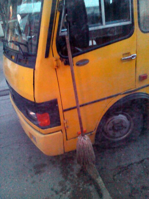Единственный автобус, который делает город чище. | Фото: Humor.fm.