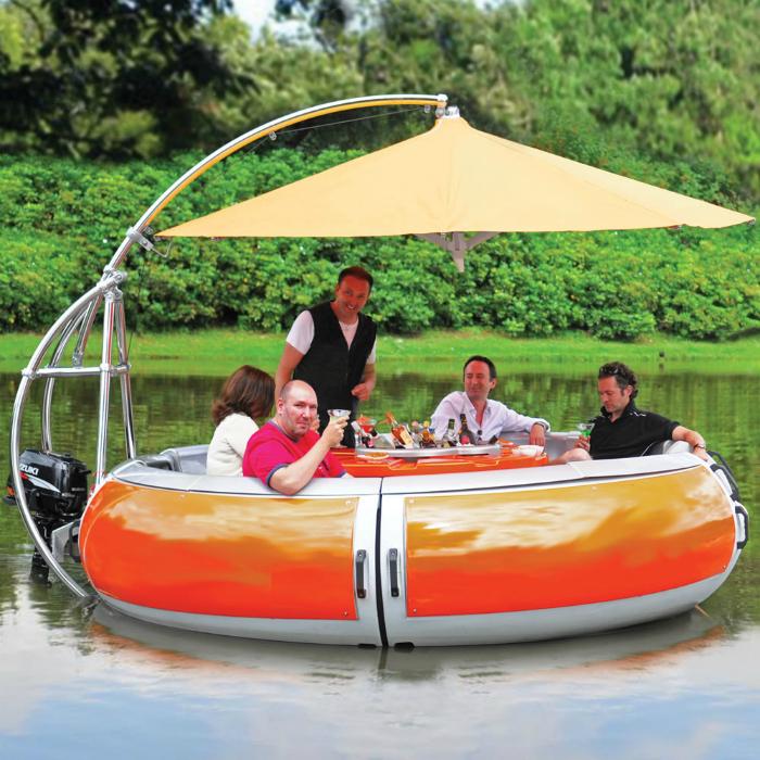 Лодка для пикника.