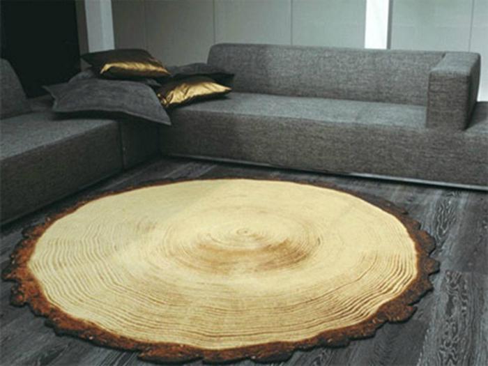 Оригинальный коврик, стилизованный под спил дерева, который можно сделать своими руками.