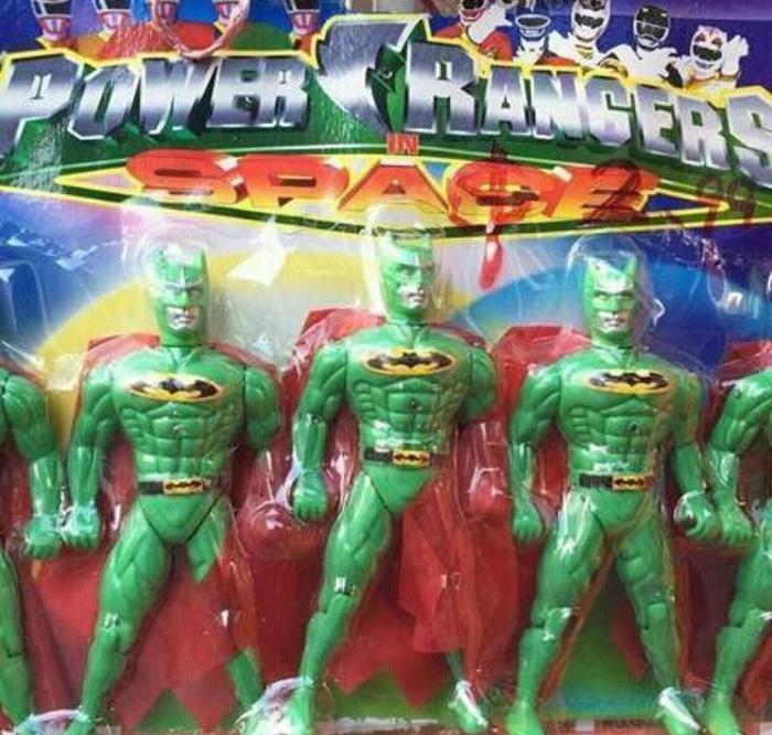 Зеленые Бэтмены в коробке «Могучие рейнджеры».