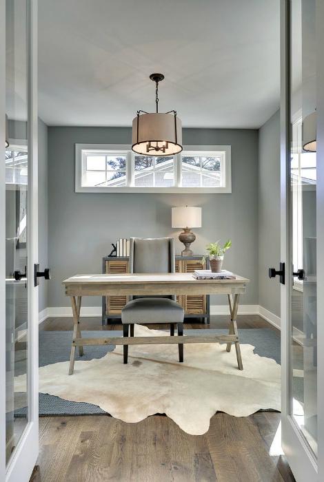 Элегантный кабинет в классическом стиле.