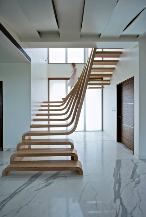 Чудесная деревянная лестница.