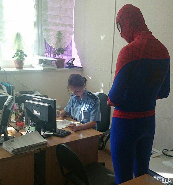Русские милиционеры поймали Спайдермена.