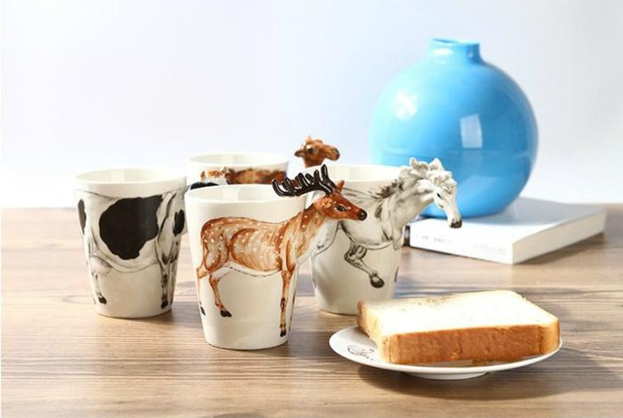 Чашки с объемными фигурками животных.